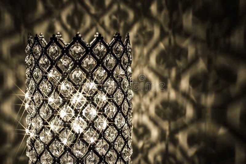 Abajur de cristal decorativo com reflexões claras imagem de stock