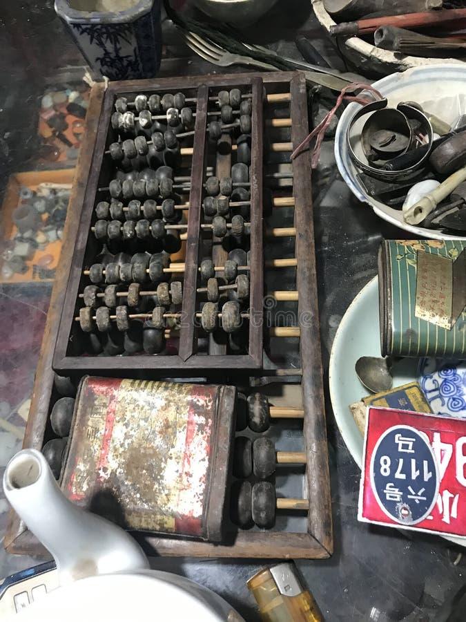 Abakus verkauft im Antiquitätengeschäft stockfotos