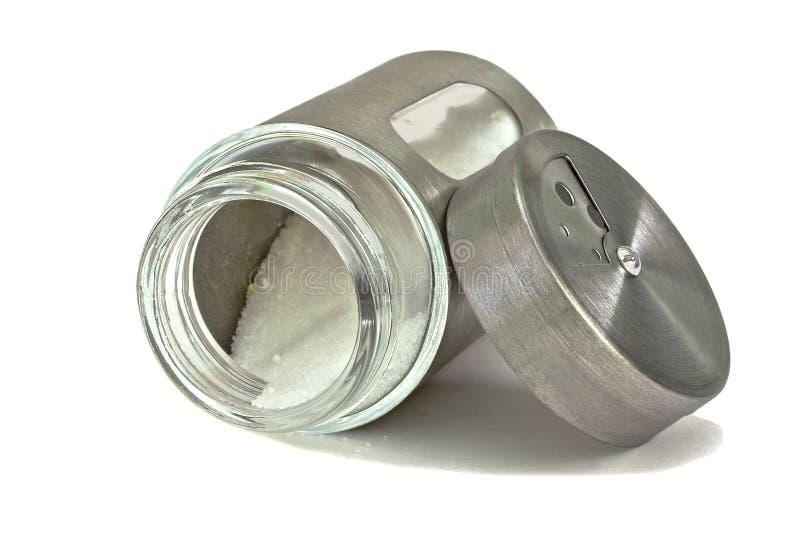 Abanador de sal, frasco com o sal, encontrando-se em seu lado Isolado fotos de stock