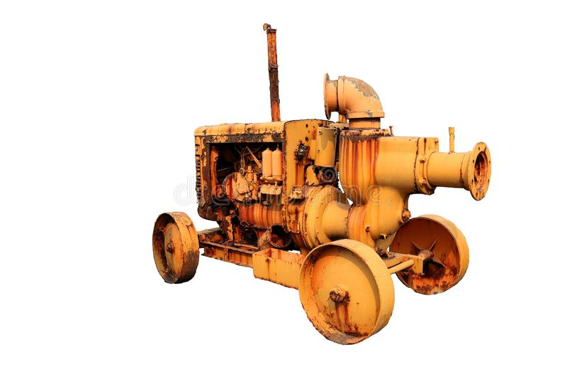 Abandon, vieille grande pompe à eau de pompage de moteurs, moteur diesel D'isolement sur le fond blanc photo libre de droits
