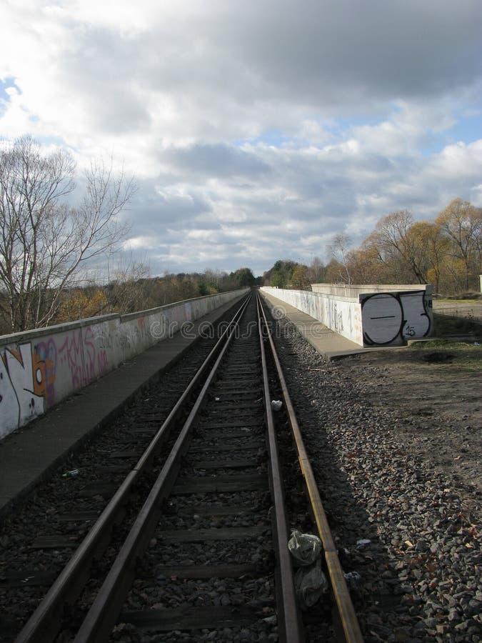 ¼ abandonado e de PstrÄ… Å de la ciudad fotografía de archivo