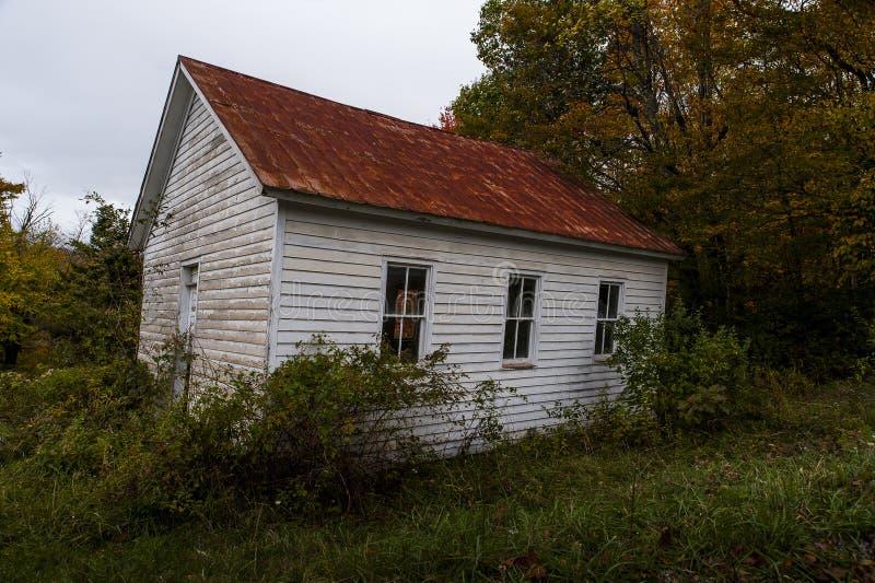Abandonado uma escola da sala - montanhas de West Virginia fotografia de stock royalty free