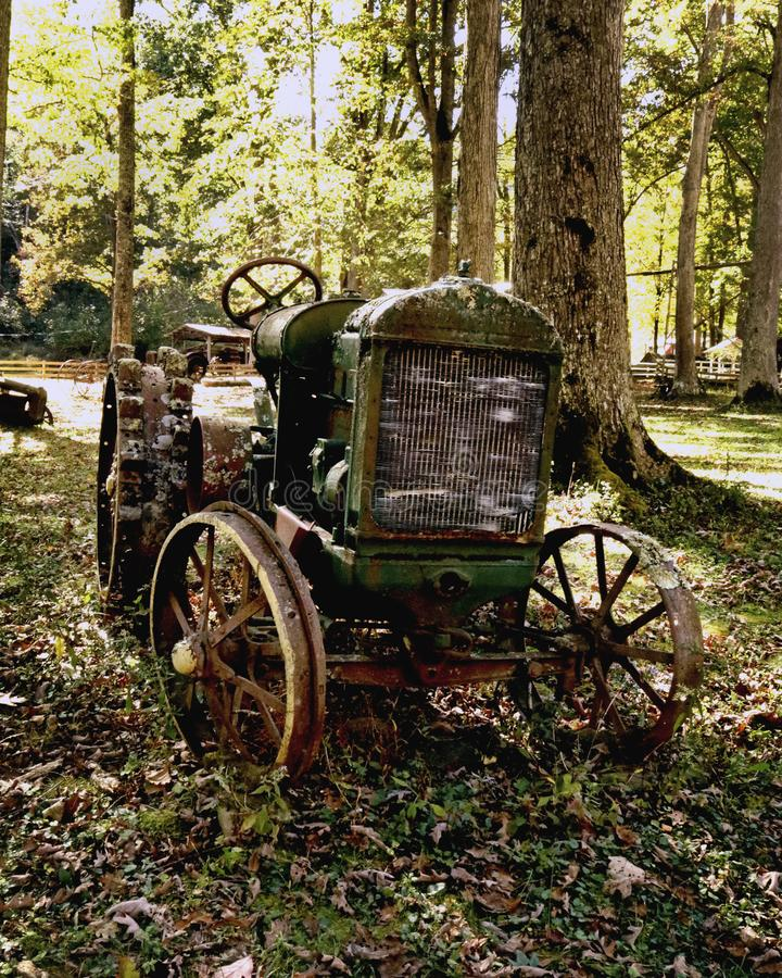 Free Abandoned Antique Tractor West Virginia Americana Royalty Free Stock Photo - 160593595