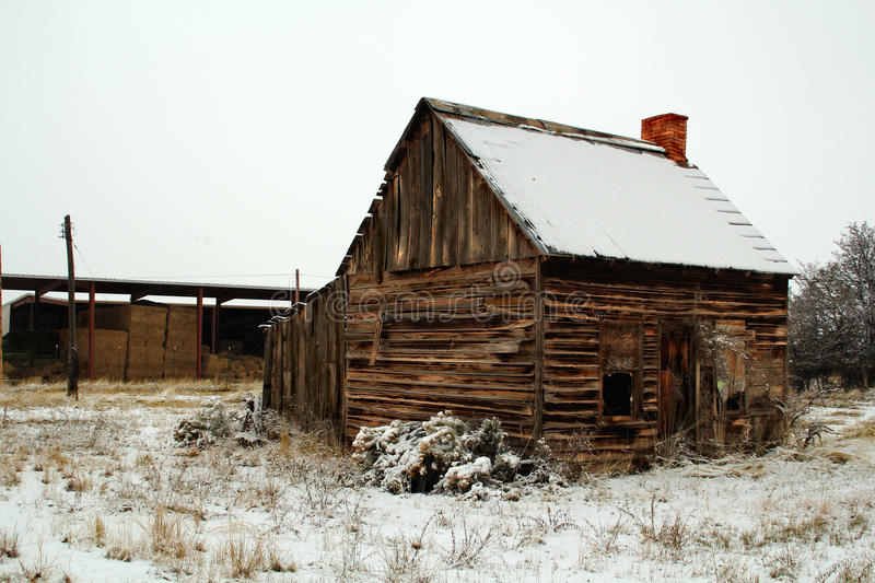 Abandoned Cabin in a Field of Snow royalty free stock photos