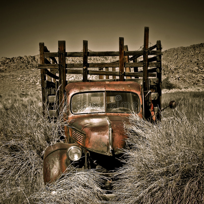 Free Abandoned Vintage Truck Royalty Free Stock Photo - 7483245