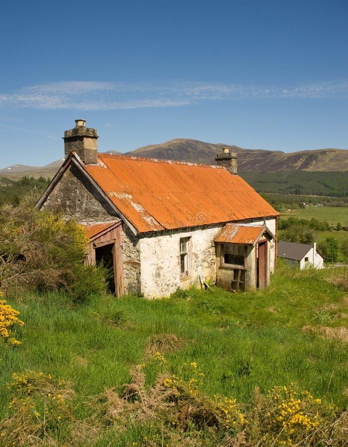 Free Abandoned White Washed Cottage. Stock Image - 14550811