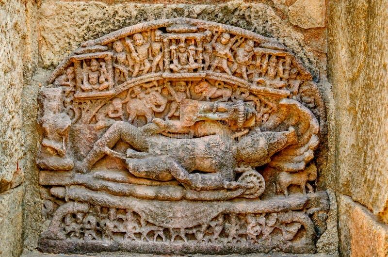 Abandonnez la statue de Lord Vishnu The Sun Temple, Modhera au Goudjerate images stock