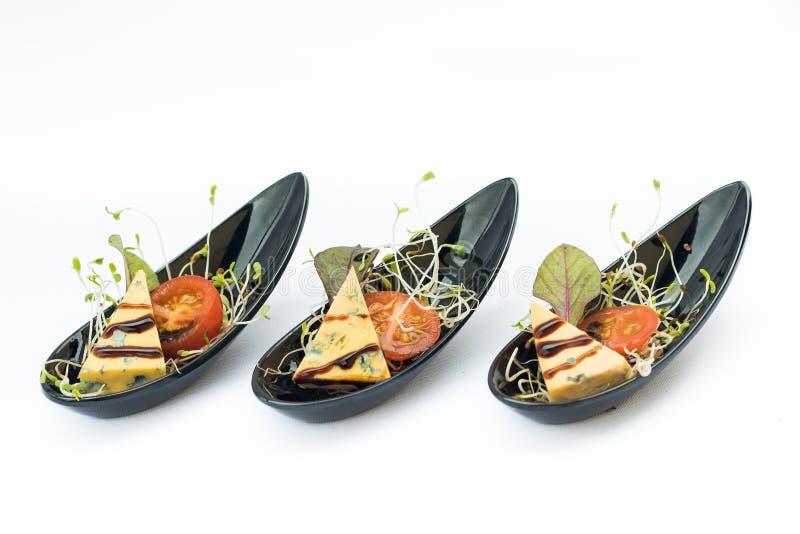 Abastecimiento del comida para comer con los dedos perfecto para un evento o un banquete de boda fotos de archivo libres de regalías