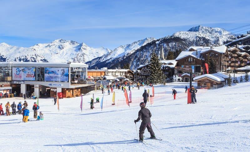Abbassi la stazione di sollevamento di Jardin Alpin Ski Resort Courchevel 1850 m. fotografie stock libere da diritti