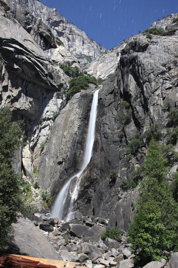 Abbassi Yosemite Falls - notte immagini stock