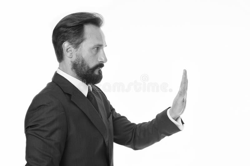 Abbastanza comportamento inaccettabile di tolleranza Tenga sopra L'uomo mostra il gesto della palma della mano per fermarsi isola immagine stock