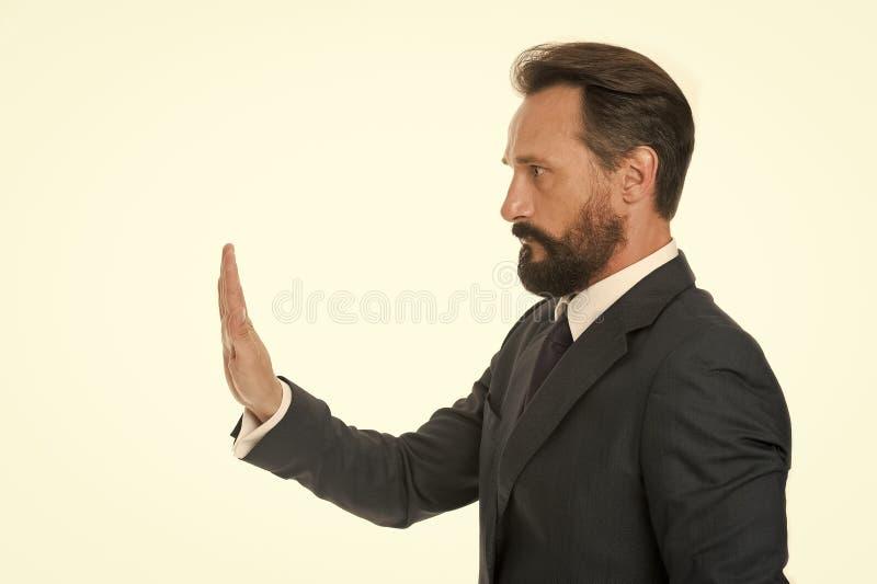 Abbastanza comportamento inaccettabile di tolleranza Tenga sopra L'uomo mostra il gesto della palma della mano per fermarsi isola fotografie stock