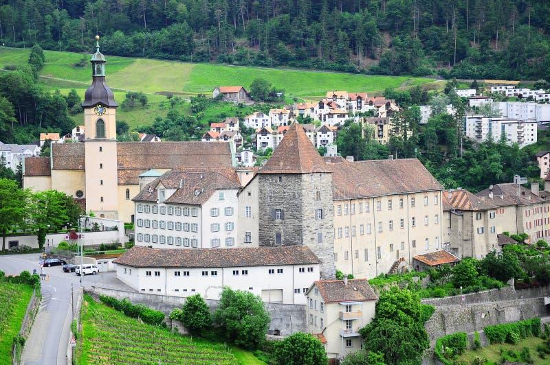 Abbaye dans les Alpes suisses. photographie stock libre de droits
