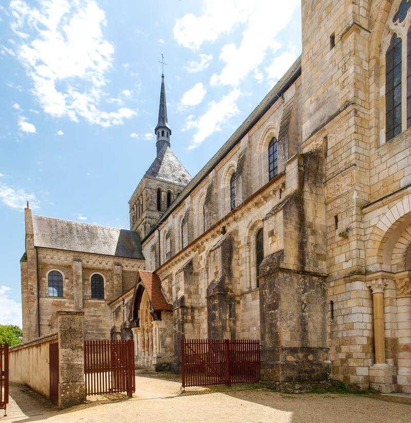Abbaye de Свят-Benoît-sur-Луара стоковые фотографии rf