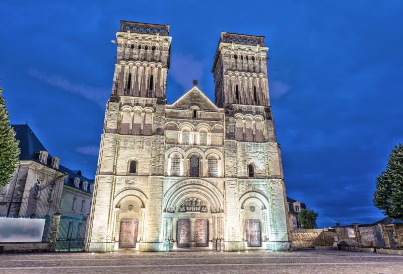 Abbaye de femmes à Caen, France Vue de nuit images libres de droits