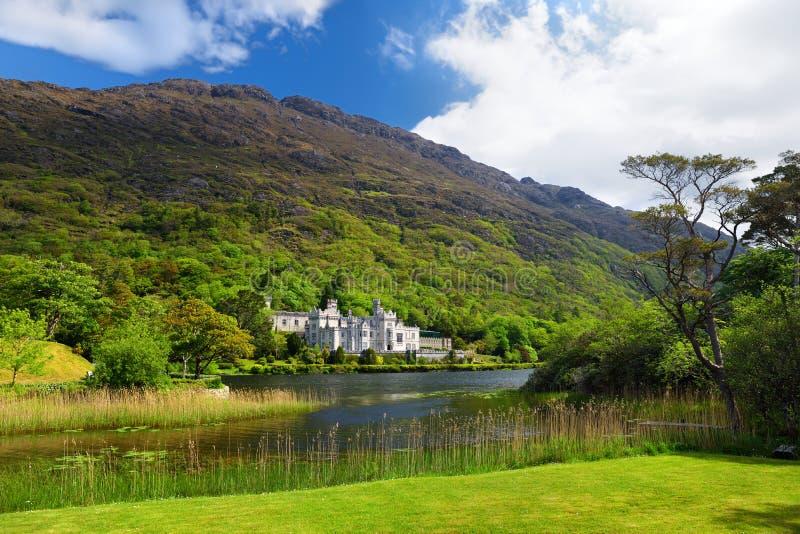 Abbaye de Kylemore, un monastère bénédictin fondé en raison du château de Kylemore, dans Connemara, l'Irlande photographie stock libre de droits