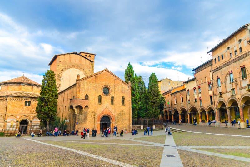Abbazia und Basilika-Santo Stefano-Abtei, Kirche Basilika dei protomartiri Sans Vitale e Sant 'Agricola auf Marktplatz Santo Stef stockfotografie