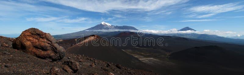 Abbellisca con il cratere vulcanico, montagna sui precedenti con fotografie stock libere da diritti