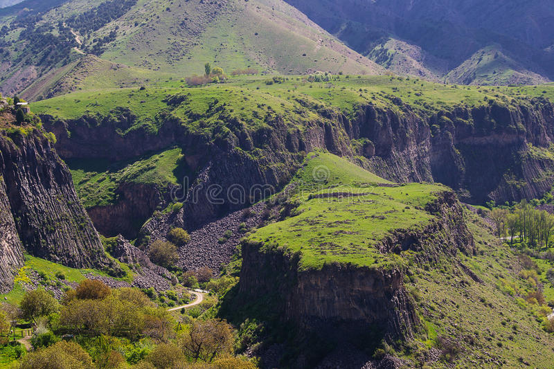 Abbellisca con il plateau verde in Garni, Armenia fotografia stock