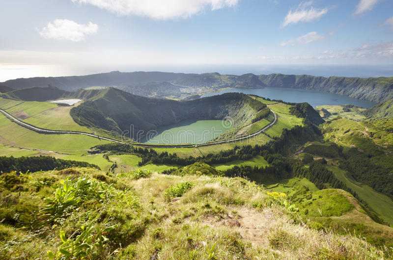 Abbellisca il punto di vista con i laghi nell'isola di Miguel del sao azores Por fotografia stock libera da diritti