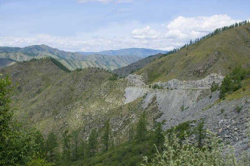 Abbellisca la montagna in montagna Altai bello immagine stock
