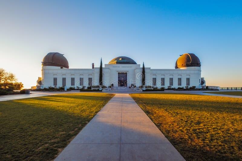 Abbellisca la vista dell'osservatorio di Griffith a Los Angeles all'alba fotografie stock libere da diritti