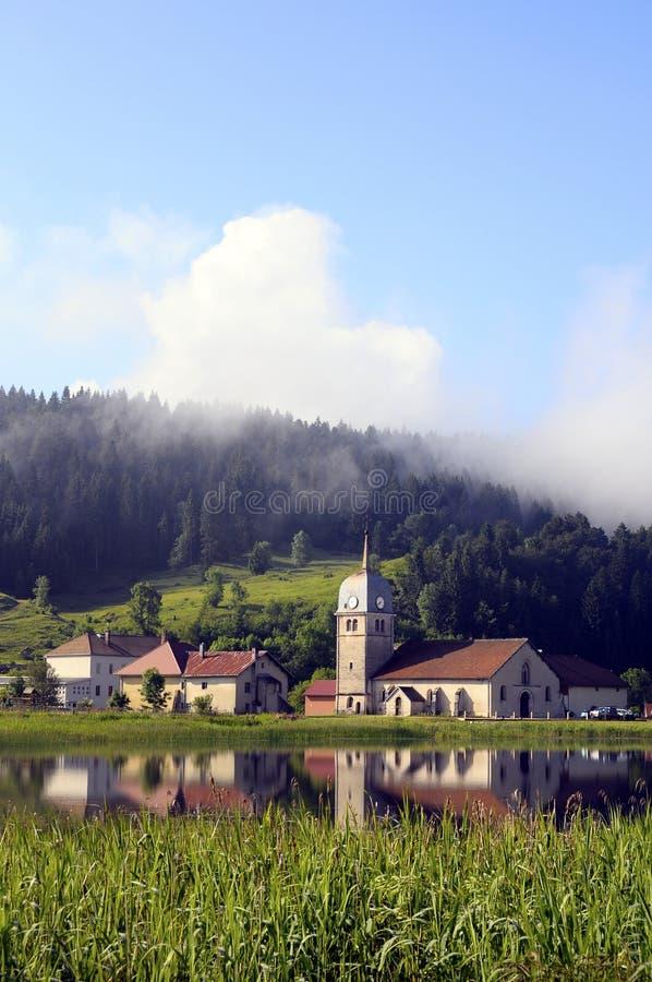 Abbey湖美好的自然风景在朱拉,法国 免版税库存照片