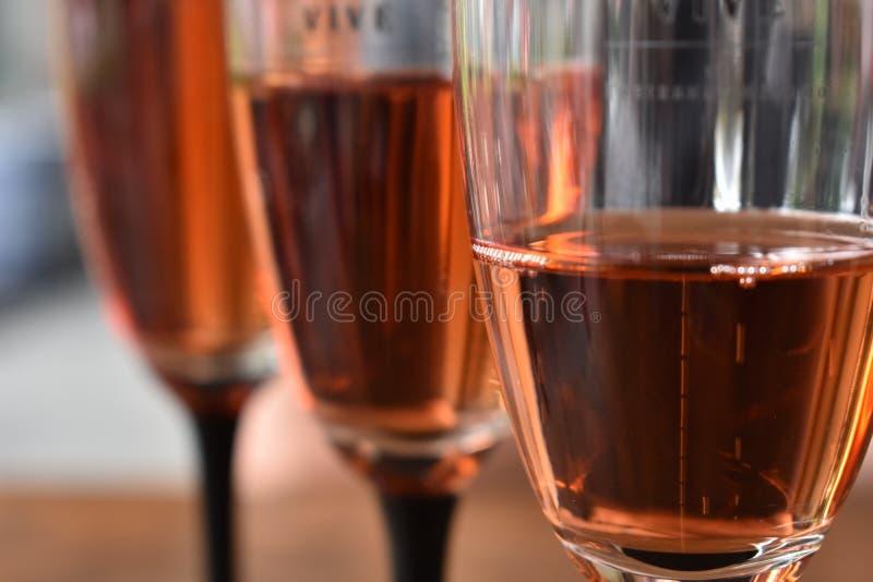 Abbia un vino immagini stock