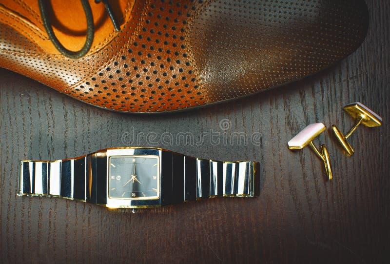 abbigliamento ed accessori di modo alla moda degli uomini fotografie stock