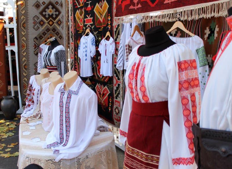 Abbigliamento tradizionale in Moldavia fotografia stock