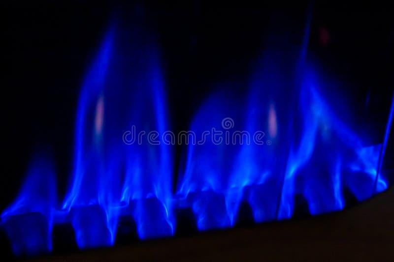 Abbildung der Gasflamme in der Schwärzung stockfotos