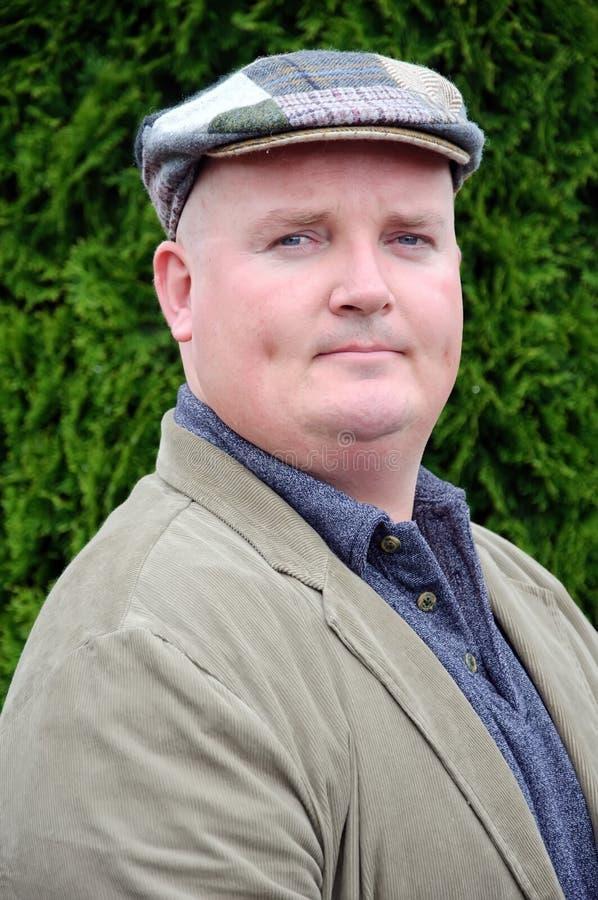 Abbildung eines Mannes in den mittleren dreißiger Jahren stockbild