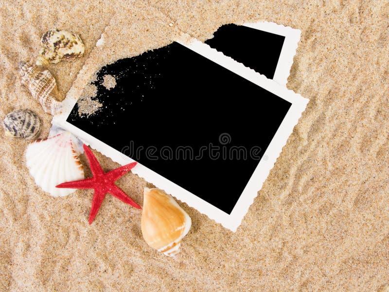 Abbildungen in einem Strandkonzept lizenzfreies stockbild
