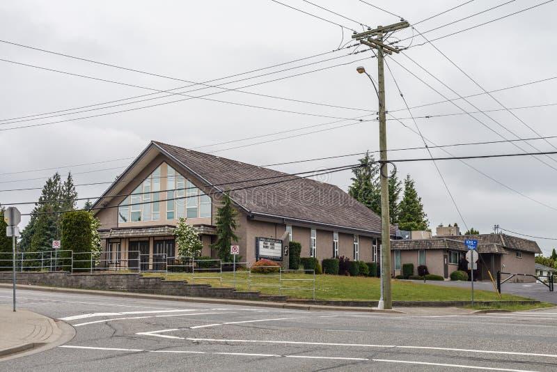 ABBOTSFORD, ΚΑΝΑΔΑΣ - 29 ΜΑΐΟΥ 2019: άποψη οδών της μικρής πόλης με το χρόνο εκκλησιών την άνοιξη στοκ εικόνες