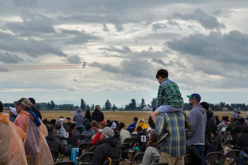 ABBOTSFORD, BC, CANADA - AUG 11, 2019: Zuschauer auf der internationalen Airshow in Abbotsford lizenzfreie stockfotografie
