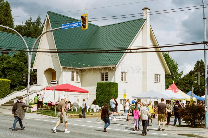 ABBOTSFORD, CANADA - JULI 06, 2019: straatmening van kleine stad bij zonnige dag royalty-vrije stock fotografie