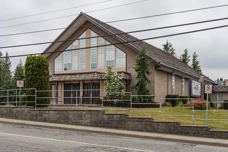 ABBOTSFORD, CANADA - MEI 29, 2019: straatmening van kleine stads woonhuisvesting in de lentetijd royalty-vrije stock afbeeldingen