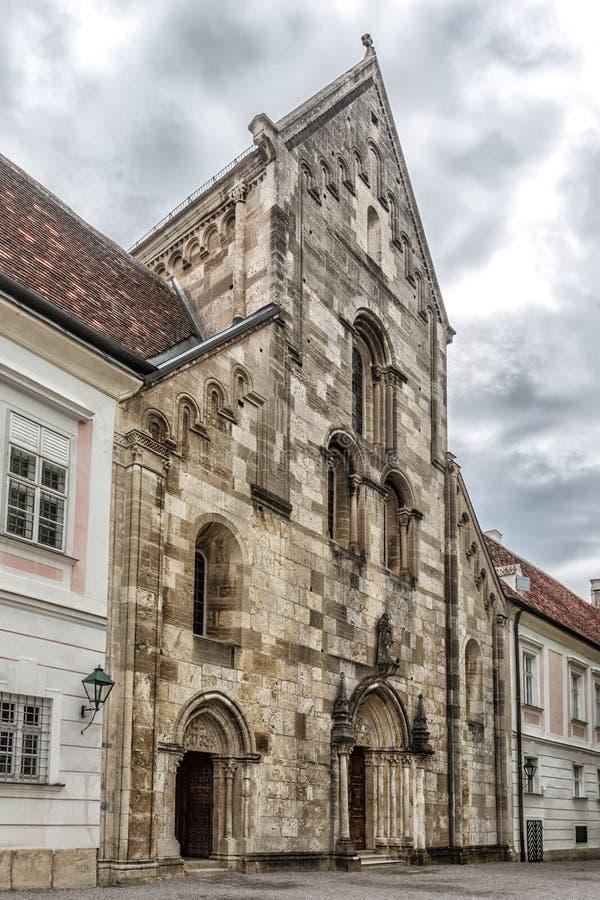 Abbotskloster av det heliga korset & x28en; Stift Heiligenkreuz& x29; i Wien trän arkivbilder