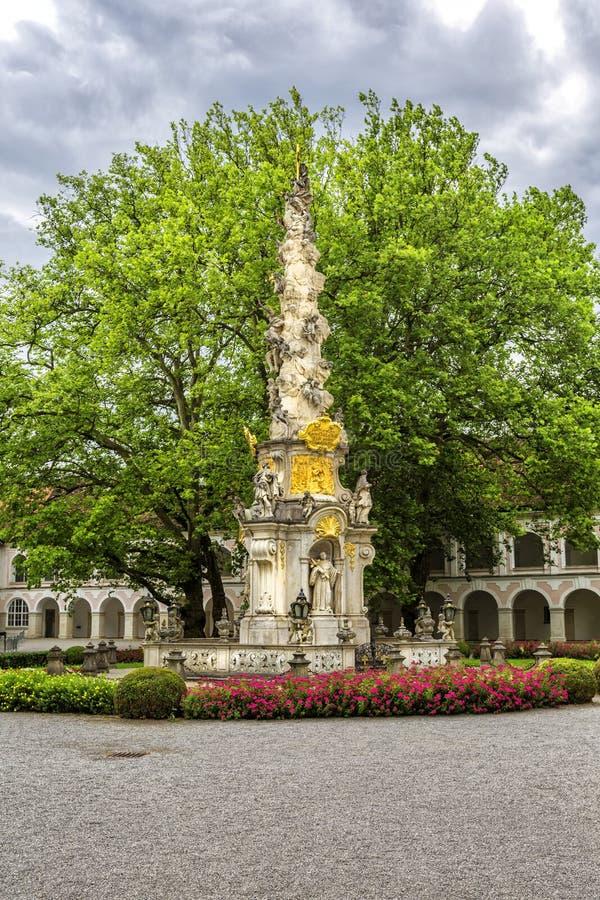 Abbotskloster av det heliga korset & x28en; Stift Heiligenkreuz& x29; i Wien trän arkivfoton