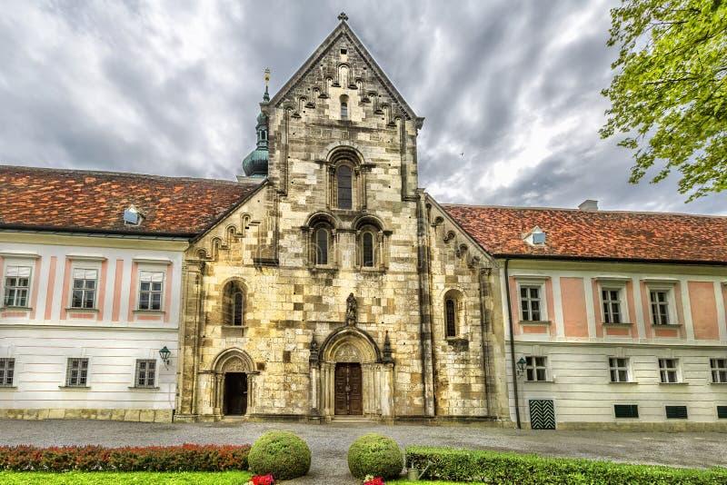 Abbotskloster av det heliga korset & x28en; Stift Heiligenkreuz& x29; i Wien trän royaltyfria foton