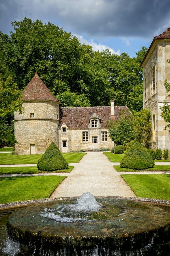 Abbotskloster av Fontenay, Bourgogne, Frankrike royaltyfria bilder