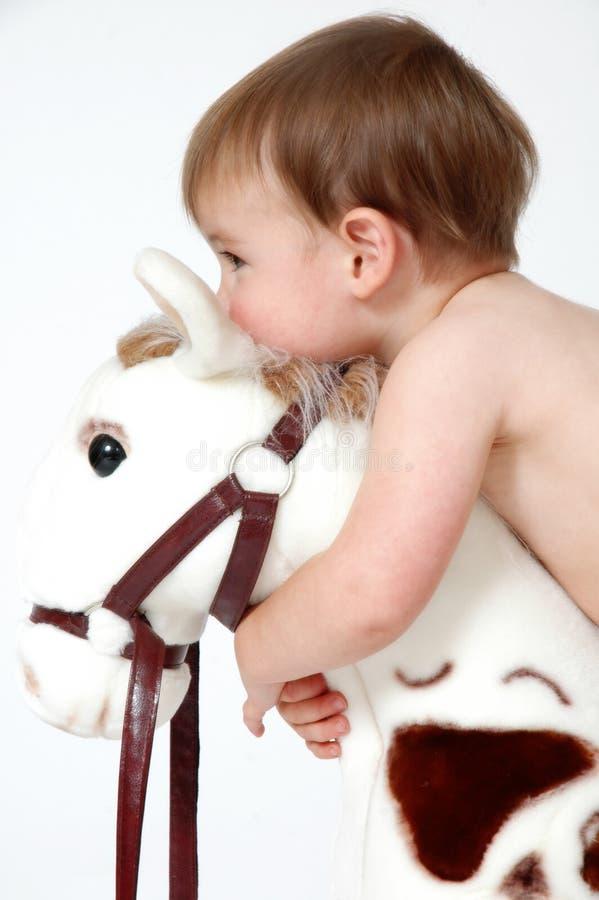Abbracci del bambino fotografia stock libera da diritti