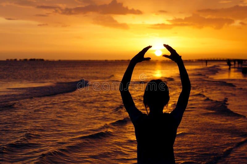 Abbracci il sole immagini stock