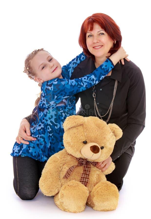 Abbracciare della figlia e della madre fotografie stock libere da diritti