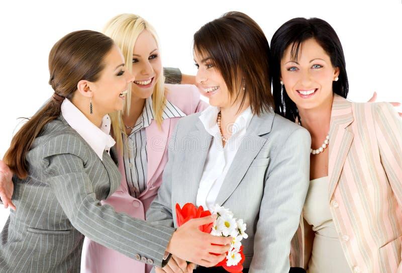 Abbracciare delle donne di affari di eccitamento fotografia stock libera da diritti