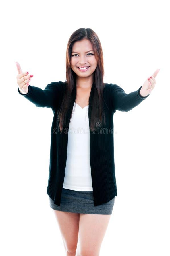 Abbraccio d'offerta felice della giovane donna fotografia stock libera da diritti