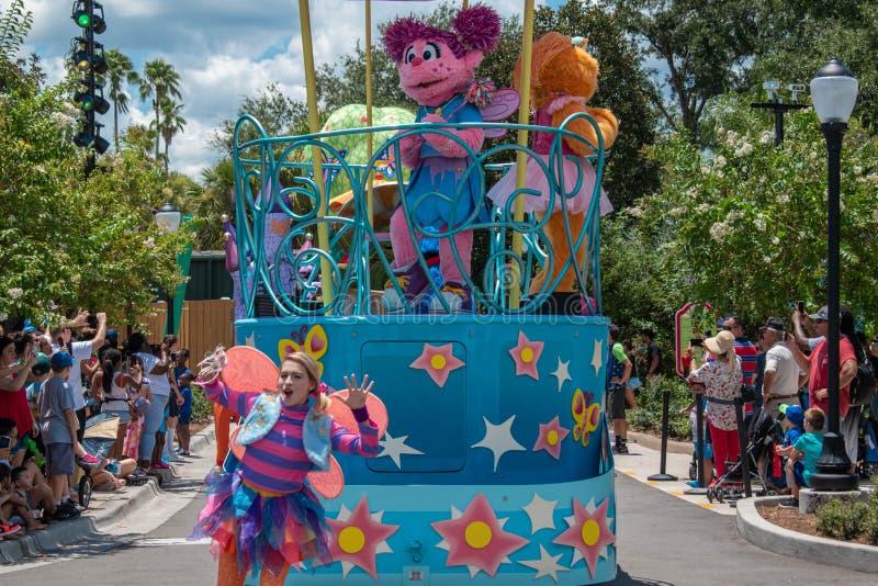 Abby Cadabby e Zoe no flutuador colorido em Seaworld 5 imagens de stock