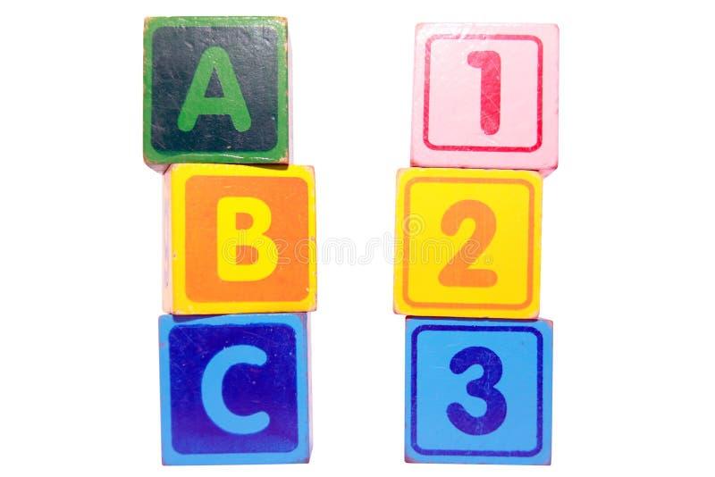 ABC 123 in den Spielzeugspiel-Blockschrift stockfotos