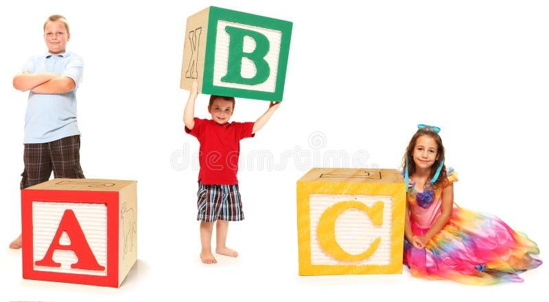 abc-alfabetet blockerar ungar arkivfoto