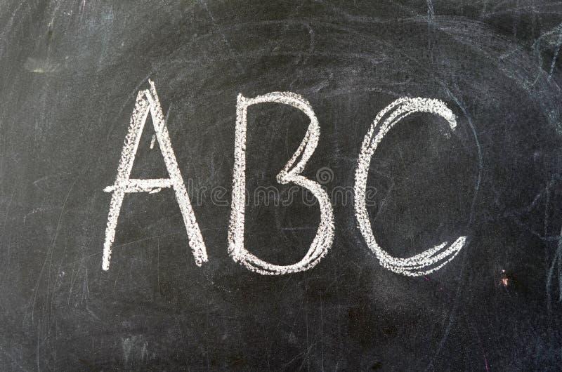 ABC auf einer Schule-Tafel stockfotografie